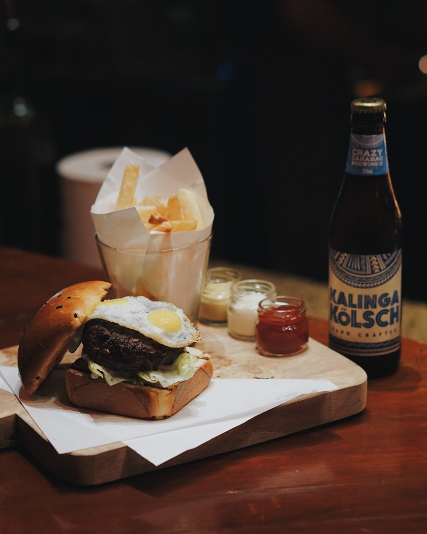 burger-and-free-flowing-beer-at-the-fireplace-new-world-manila-bay-hotel
