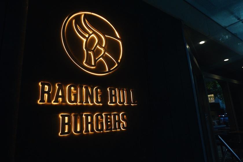 raging-bull-burgers-shangri-la-at-the-fort