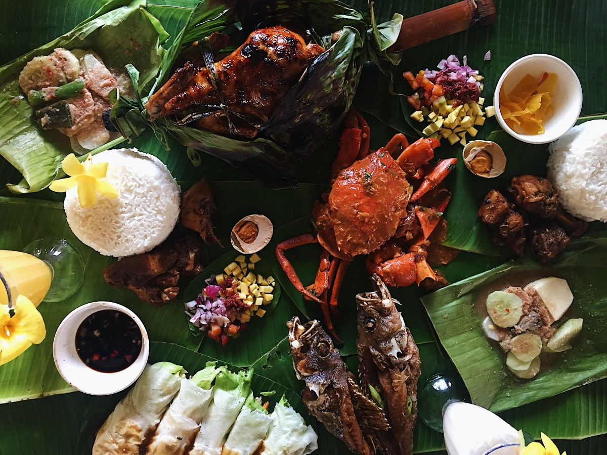 Boodle Fight at Isdaan Floating Restaurant – Gerona, Tarlac