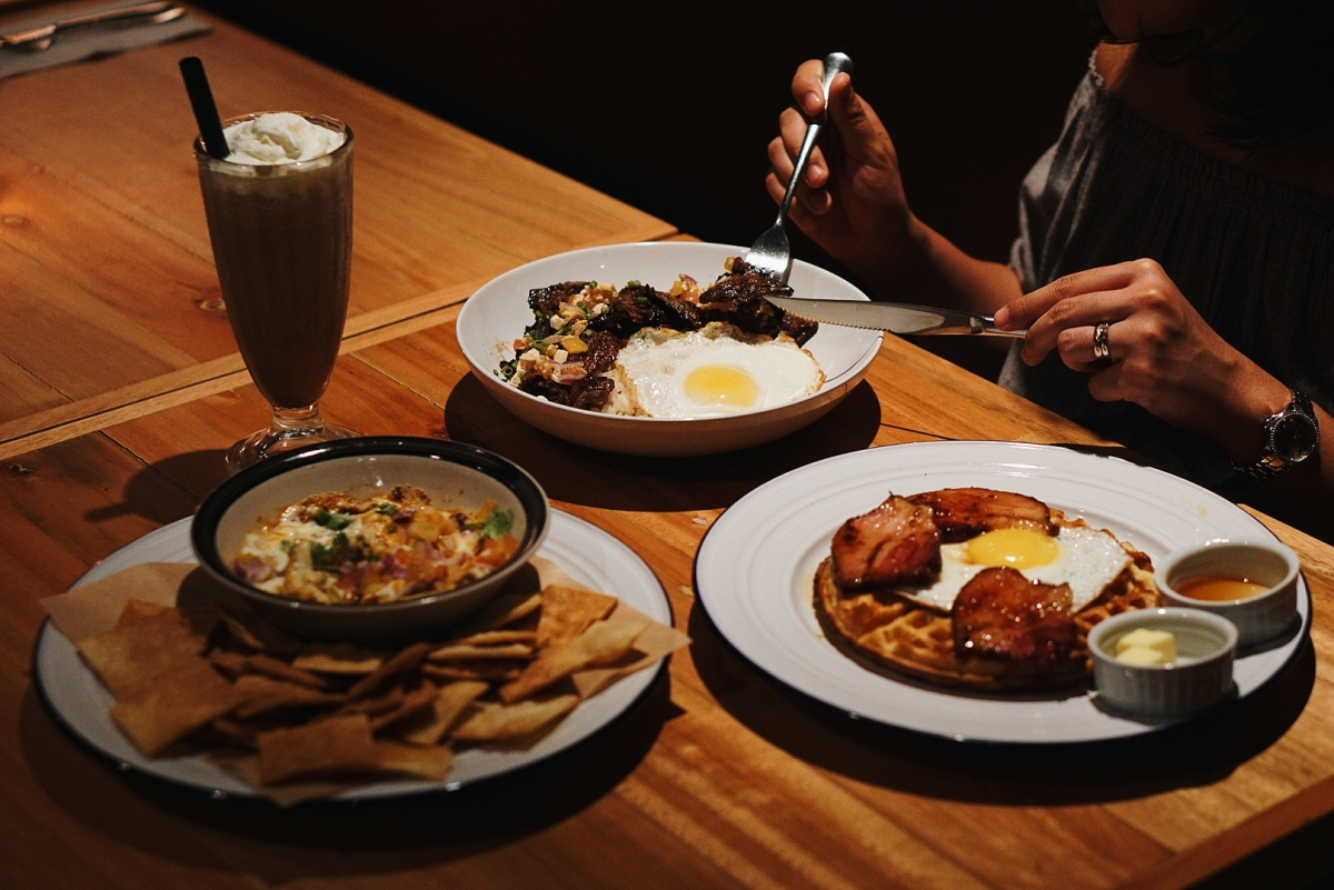 bgc-eats-bad-late-night-breakfast-bar-uptown-bonifacio