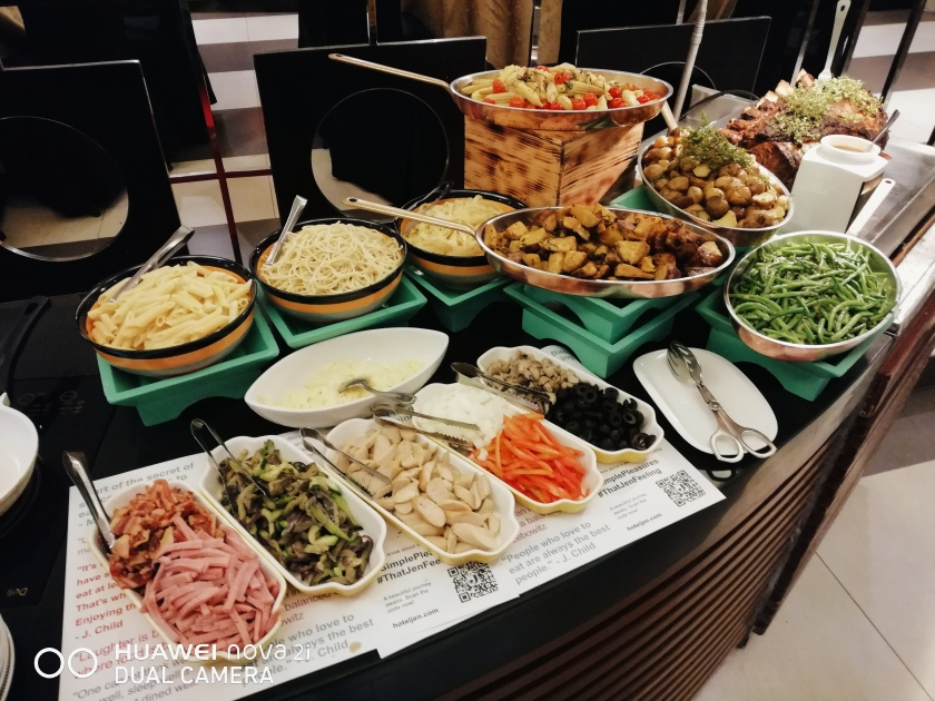 hotel-jen-manila-christmas-buffet-at-latitude