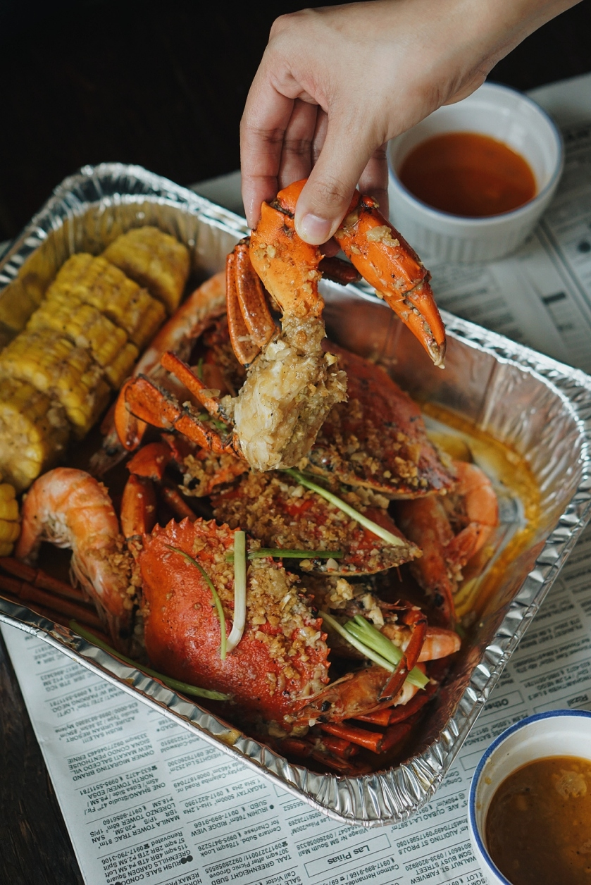 eats-for-delivery-seafood-trays-by-holy-crab