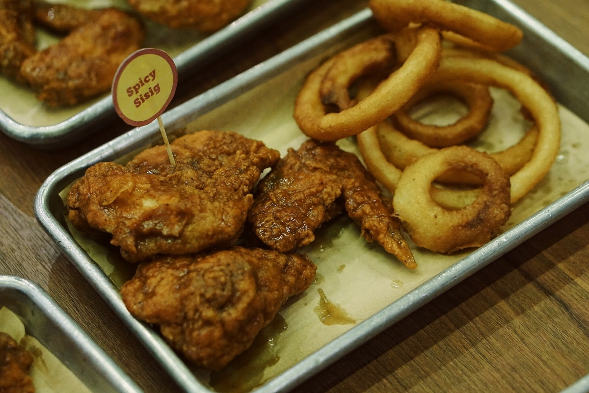 [Megamall EATS] Wings Galore at WingZone